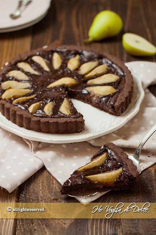 Crostata di pere e cioccolato, una ricetta facile per la colazione e la merenda. Un dolce semplice, goloso, dal ripieno cremoso di pere e cioccolato.