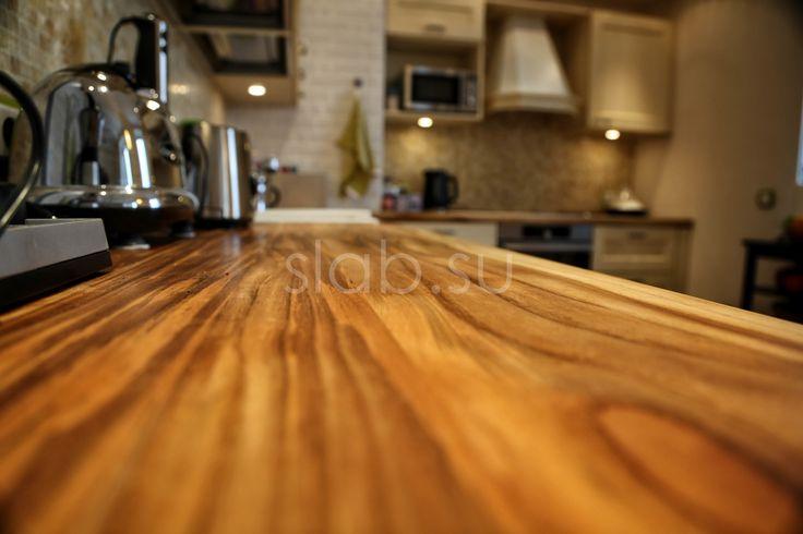 Кухонная столешница Teak Экзотический оттенок столешницы измалайзийского тика придает спокойной иклассической кухне некой дерзости ияркости. Подробнее здесь: http://amp.gs/11r5 #кухонныйостров #стол #столешница #кухоннаястолешница #кухня #гостиная #дизайнинтерьера #мебель #мебельназаказ #slab #издерева #мебельиздерева #interior #eco #тик