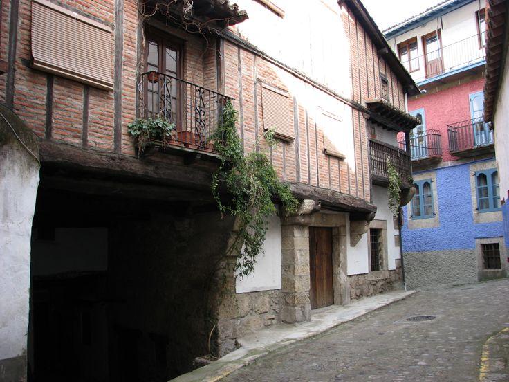 Una hermosa calle del casco histórico de Candelario considera con justicia Conjunto Histórico.