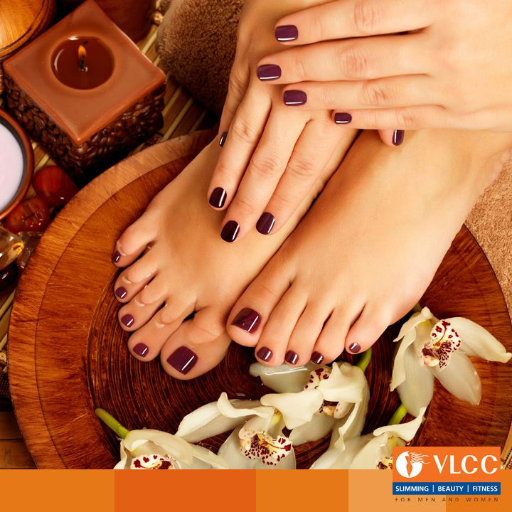 With the weekend almost here, book a spa appointment with us and pamper yourself.  Our signature treatments with warm paraffin dips & hydrating packs are specially designed to exfoliate and soothe dry and tired hands & feet.  Book an appointment now: http://www.vlccwellness.com/India/book-appointment/