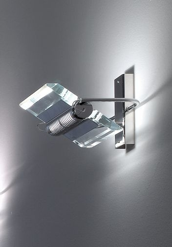 Rall 15 P Parete h. 15cm  Splendida lampada da Parete (applique) di Oty Light della collezione Rall disegnata da Andrea Pamio nel 2002, modernissima e piena di fascino, ha una struttura cromata ed un diffusore in cristallo extrachiaro trasparente che puo ruotare sul proprio asse di 360° dando la possibilita di avere sia luce diretta che indiretta. Disponibile in numerose dimensioni e modelli. CHiedere a Genoalamp per eventuali modelli non inseriti nel catalogo on-line.