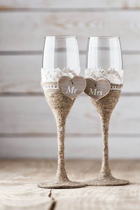 Wedding Toasting Glasses Rustic Toasting Flutes Wedding Champagne Flutes Bride and Groom Wedding Glasses Bridal Shower Gift #Weddings #WeddingToasts #MakingAToast