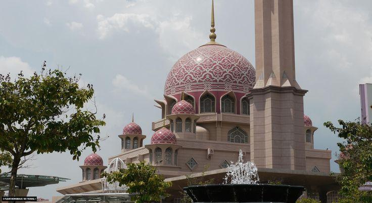 Échappées belles. Malaisie, de Kuala Lumpur à Malacca. Nov 22nd 2014. 20h35 (19:35 GMT). France 5