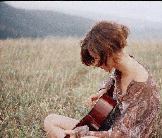 (spotted by @Georgianahql424 ): Music, Choo Life, Plays Guitar, Blue Eye, Shorts Hair Style, Shorthair, Bobs Hair, Fields, Cute Hairstyles