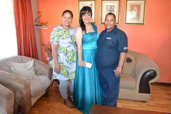Baby sis Lundsay and her husband Edmund with Robyn