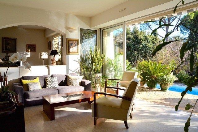 Maison de caractère à vendre chez Capifrance à Montpellier     Magnifique maison familiale de 192 m² > 9 pièces dont 6 chambres et un terrain de 1232 m².    Plus d'infos > Pascale Gautreau, conseillère immobilière Capifrance.