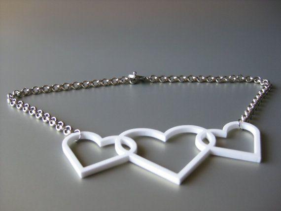Collana con Tris di cuori in plexiglass bianco e catena rolò 5mm - LikeCarmen - €20.00