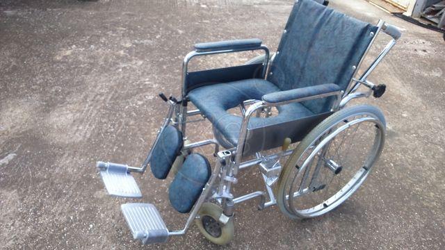 ΚΑΡΟΤΣΑΚΙ αναπηρικό σε άριστη κατάσταση, έχει χρησιμοποιηθει μόνο 3 φορές., τιμή 80€