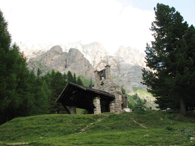 Chiesa in montagna - trentino alto adige - italia