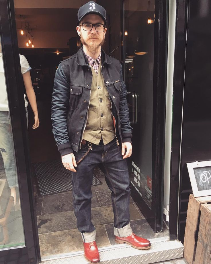 @pascalthebarber from @frankenbergerbarberclub Complete wearing DREIST stuff!!! #denim#doubledenim#rawdenim#dryjeans#fading#jeans#denimstore#conceptstore#heritage#japanesedenim#vintage#selvage#selvedge#menswear#workwear#drygoods#specialgarments#indigo#indigoblue#denimlove#edwinjeans#eatdustclothing#barbernboots#indigoferajeans#schottnyc#dreist by dreist_aachen