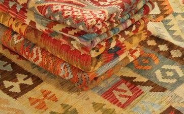 Fine Kaudani kelim - Kilim realizzati solo da ABC Italia. Disegni tradizioni nei colori di tendenza e più apprezzati dagli interior designer.