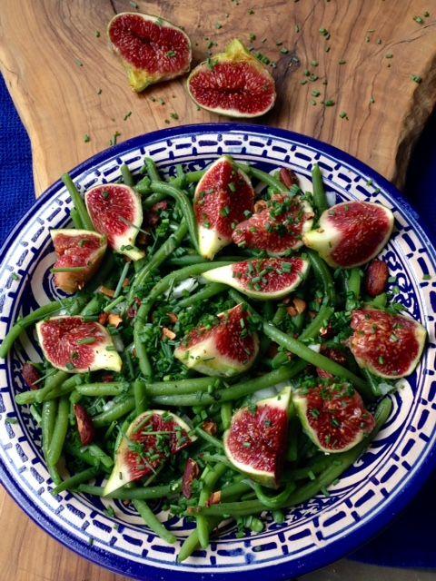 Salade de haricots verts aux figues fraiches, amandes grillées et ciboulette