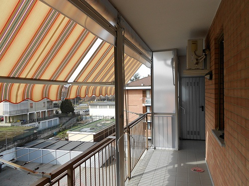 chiusura completa di balcone con tenda veranda estate