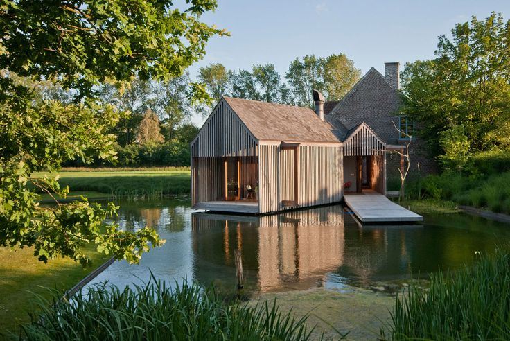 In the Flemish farmlands, on a parcel fringed with pollard willows and surrounded by swamps, a pond and shrubbery, a typical north - south oriented farmhouse is situated. It's character is strikingly honest and straightforward. Its surroundings evoke t...
