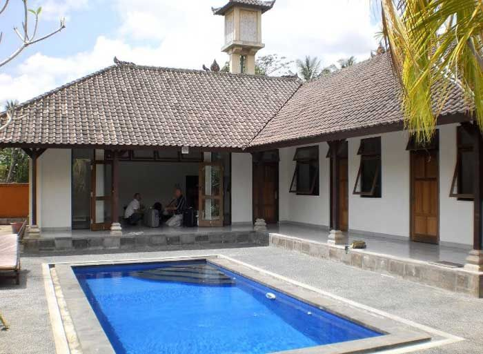 Villa NyuhKuning for sale lease. House for long term rent, located in nyuh kuning - ubud, about 10 minute from central ubud, build-ed on 4 are land with 3 bed rooms , living room, kitchen , bath room, garden and swimming pool, access into the house by motorbike about 100 meter from the street and the price is : * Rp 95.000.000 a year without furniture * Euro 150.000 for 22 years lease For more Information & Reservation, please contact : mailto:ubudroom@hotmail.com