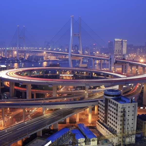 ponte Nanpu, que fica em Xangai, China
