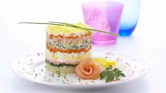 Представляем вашему вниманию целую коллекцию традиционных праздничных салатов. Без этих салатов не обходится ни одно домашнее застолье, ни один семейный праздник. И несмотря на то, что мы готовим их каждый год, и в год не один раз, они просто не могу