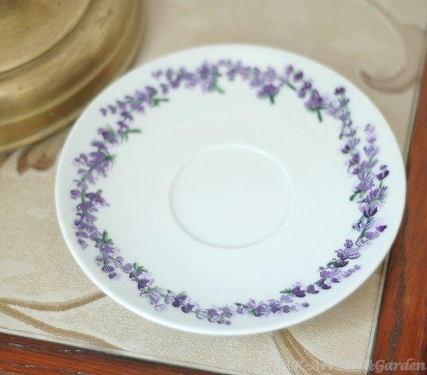 Ręcznie malowany talerzyk od filiżanki z lawendą / Hand painted tea cup saucer with lavender
