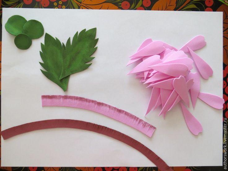Хочу поделиться с вами опытом создания реалистичной герберы из фоамирана. Фоамиран, он же фом, он же пластичная замша — материал удивительный: легкий, приятный на ощупь и в тоже время очень практичный, хорошо держит форму, практически не выгорает, не боится влаги.Вы можете создать такой цветок для украшения своего интерьера или в подарок близким людям.