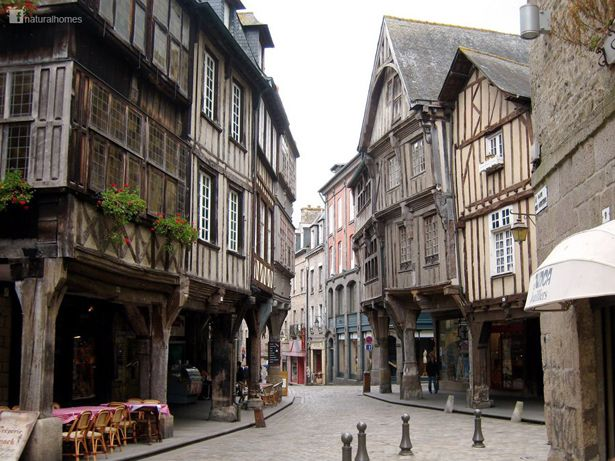This is one of the many oak framed medieval buildings in Dinan, France. Oak has an incredibly long life, around 800 years or more, in a building built using traditional green oak construction methods. Find out more at www.naturalhomes.org/timeline/dinan.htm