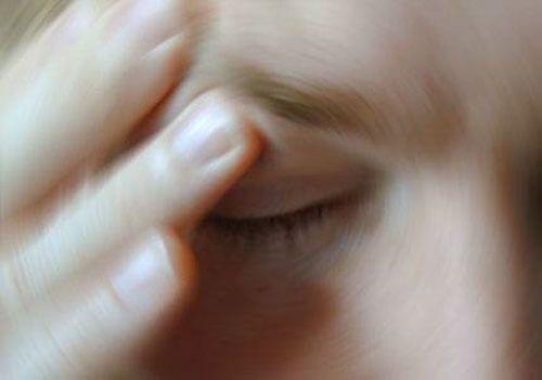 Übelkeit kann sehr viele Ursachen, haben, die aber grundsätzlich (fast) alle auf einen Mechanismus im Gehirn wirken. Egal, ob es sich dabei um Reize aus de