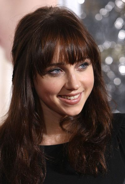 Not only my first love Zooey Deschanel and Zoe Kazan have names tha sound alike but they even have resemblance with those blue eyes and bangs. <3