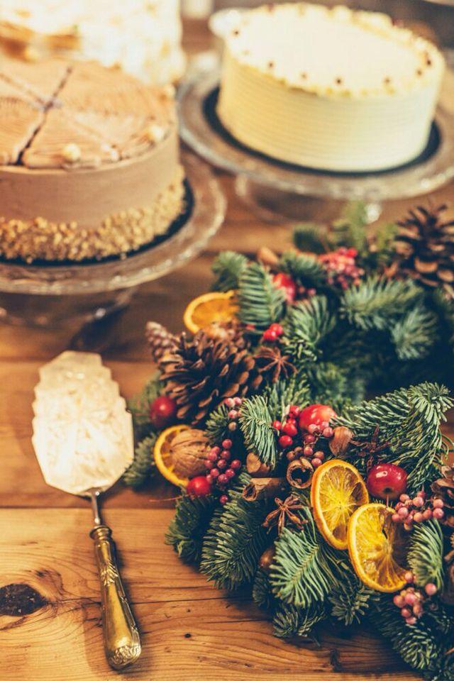 Christmas wreath and Cakes. By flowerme Barcelona.  Corona de navidad natural.