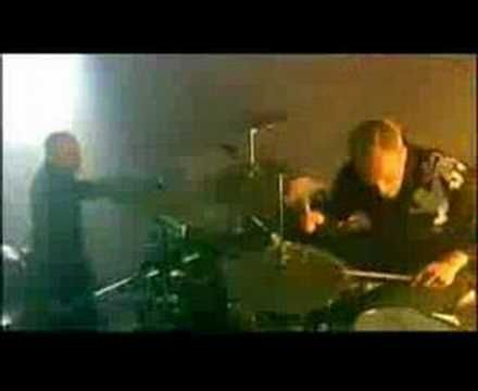 ▶ Prodigy - Out Of Space (Live at LowLand)