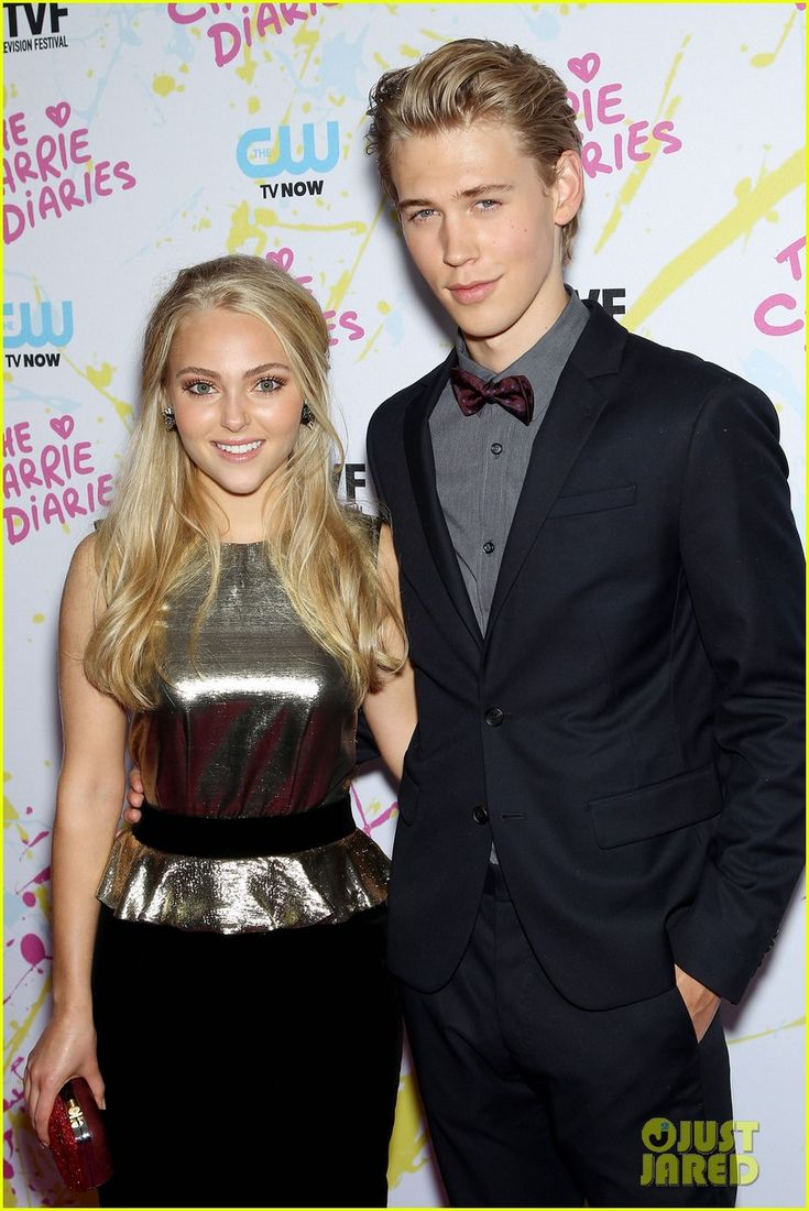 Anna Sophia Robb with co-star Austin Butler at the The Carrie Diaries Premiere Red Carpet held at the New York Television Festival at SVA Theater