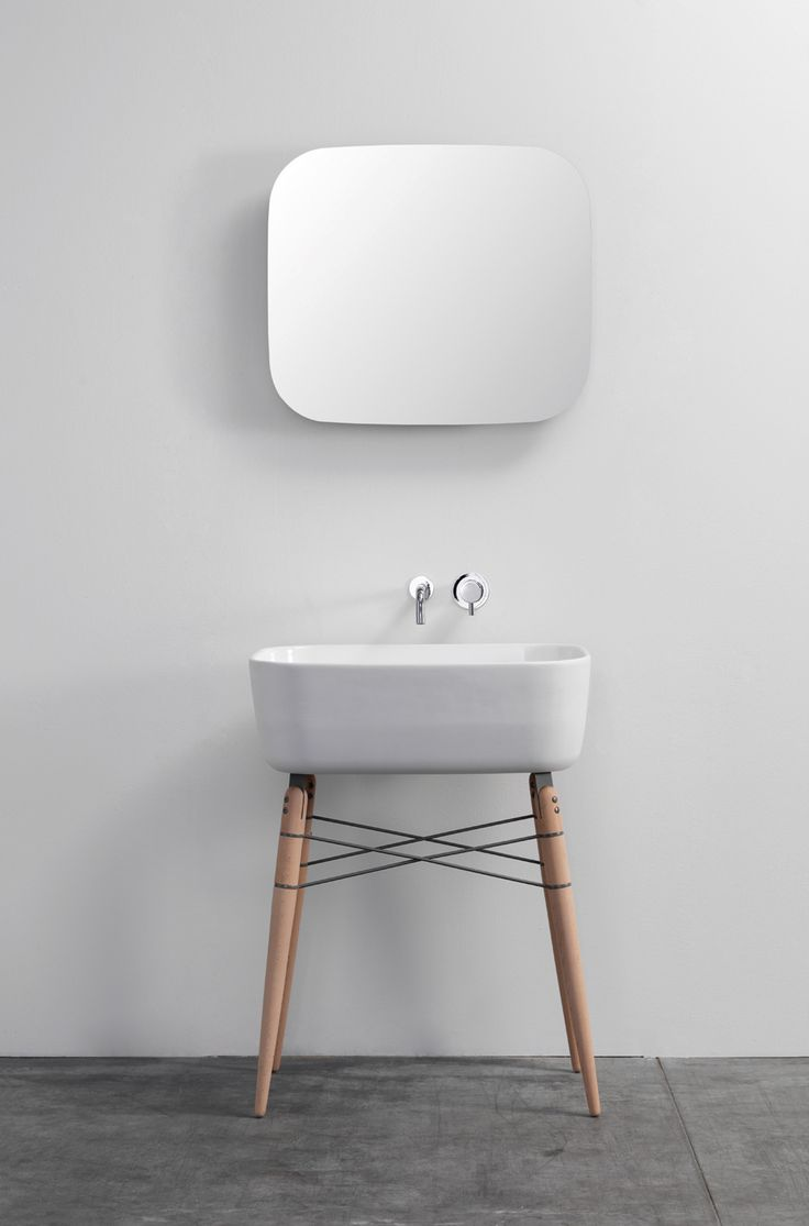 Ray ceramic washbasin and mirror | Designer: Michael Hilgers - http://www.ex-t.com