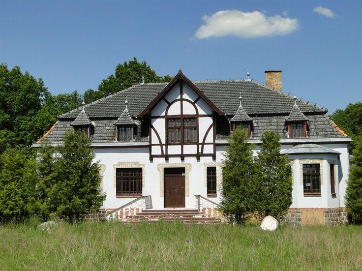 Dworek myśliwski w Jaktorówku wybudowany pod koniec XIX wieku dla hr. Józefa Lipskiego właściciela sąsiedniego Jaktorowa. Obecnie wystawiony na sprzedaż :)