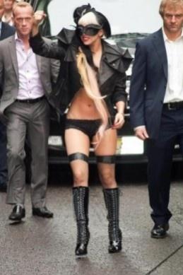 Lady Gaga con giacca Viktor
