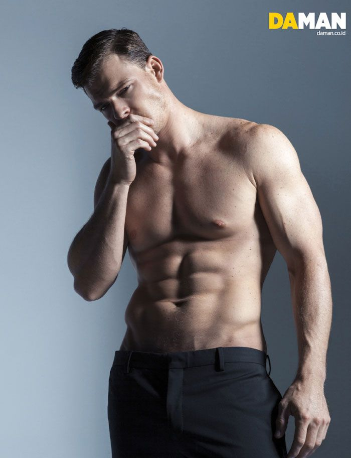the Hunger Games modeling mens fashion guys doing stuff Alan Ritchson
