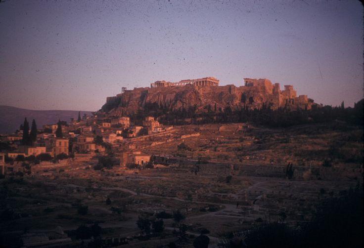 100 πολύτιμες και συγκινητικές φωτογραφίες από μια ανέμελη εκδρομή στην Ελλάδα του 1961