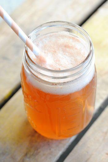 """9. """"Деревенщина""""  В этот летний квас входят: джин, светлое пиво, грейпфрутовый сок и имбирное пиво"""