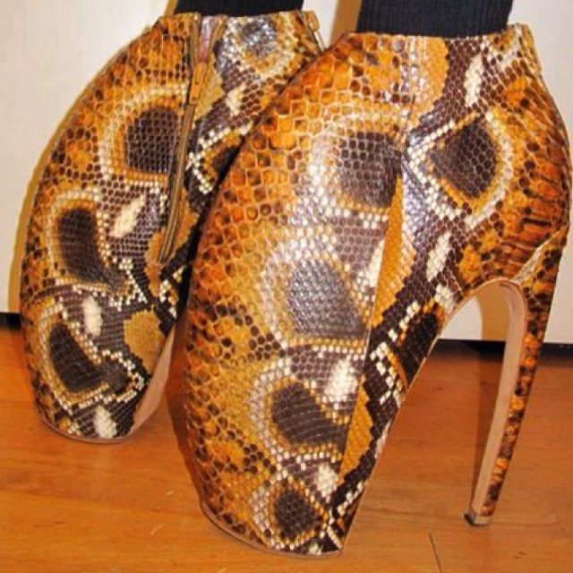 Scary/ugly/weird shoes :/- Lady GaGa loves this style. I hate them.