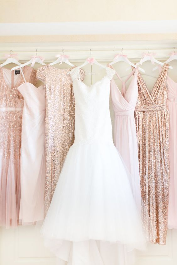 Five must-have photos of your wedding gown: http://www.stylemepretty.com/2017/02/08/must-have-wedding-dress-photos/ Photography: Amy & Jordan - http://amyandjordan.com/