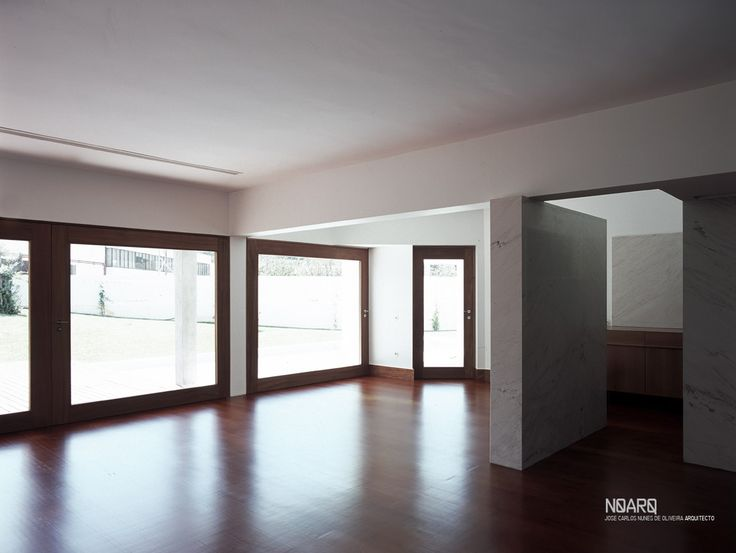 PS HOUSE – Dinnig room  - #noarq #house #renovation #interior #dinner #marblewall #whitedesign #wooddesign #light by José Carlos Nunes de Oliveira - © NOARQ - Photography by Arménio Teixeira