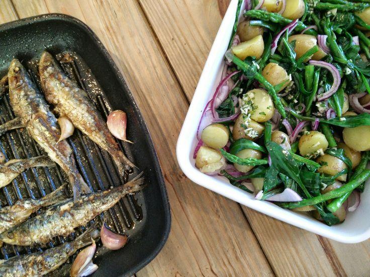 Gegrilde sardines met salade van krielaardappeltjes, asperges en lamsoor