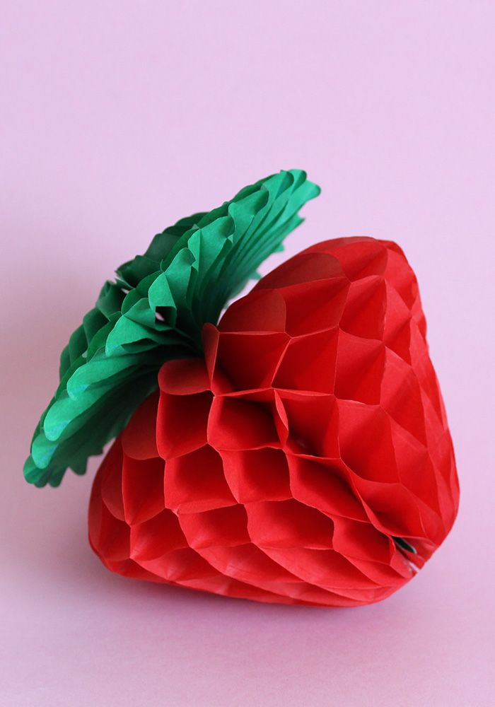 Scopri la primavera fragorosa su Super Colors! Con tante idee per dolci e decorazioni a base di fragole!