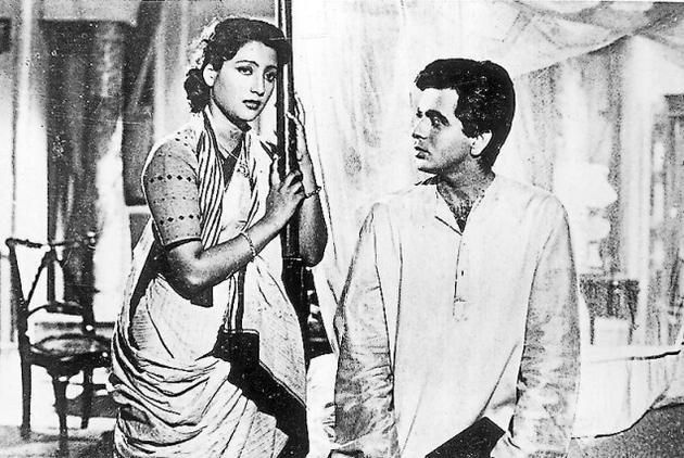 The article speaks about the sad death of Suchitra Sen. She died on 17th January, 2014. Filmlovers all across the country had been very sad to hear the news of her death.