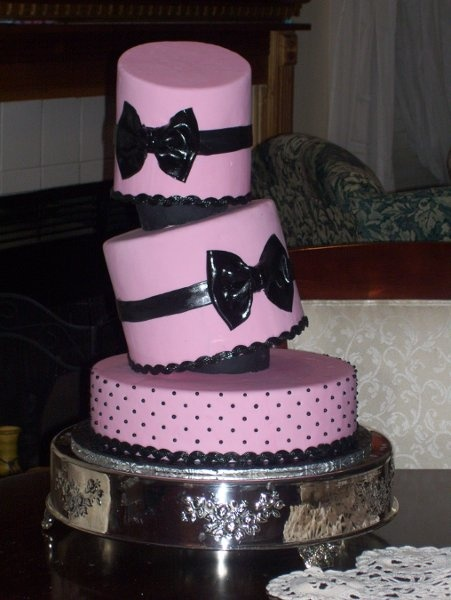 Black Pink Multi-shape Round Wedding Cakes Photos & Pictures - WeddingWire.com