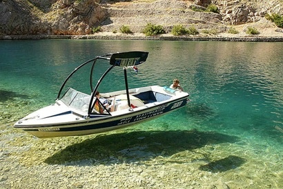 Now how cool is this! The water is so clear it looks like the boat is floating :) amazingcoolbeautifulperfectawesomecleartransparentwatershipphotos1.jpg (410×274)