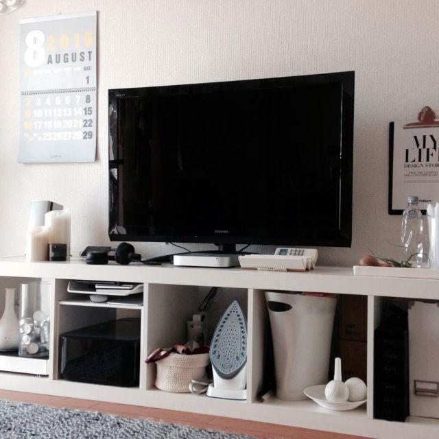 IKEAファンに贈る、リビングをスッキリ整理する収納術 | RoomClip mag ... KALLAXシリーズのシェルフで見えやすく使いやすい収納に。
