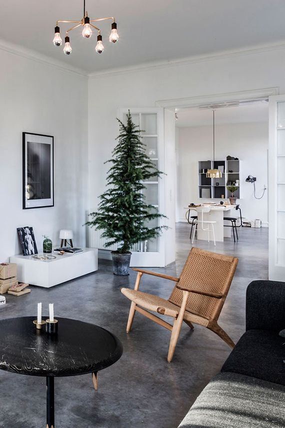 Minimalist Christmas décor