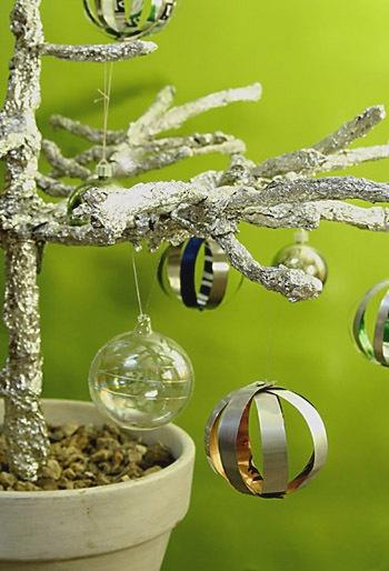 http://www.curbly.com/users/diy-maven/posts/5797-turn-soda-cans-into-christmas-ballsGreen Christmas, Pop Cans, Xmas Ornaments, Chairs Blog, Turn Sodas, Christmas Ball, Aluminum Cans, Christmas Ornaments, Diy Christmas