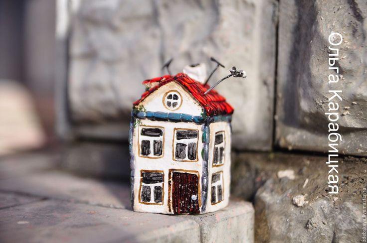 Купить Жили-были - коричневый, дом, домик, крыша, красная крыша, город, городские легенды