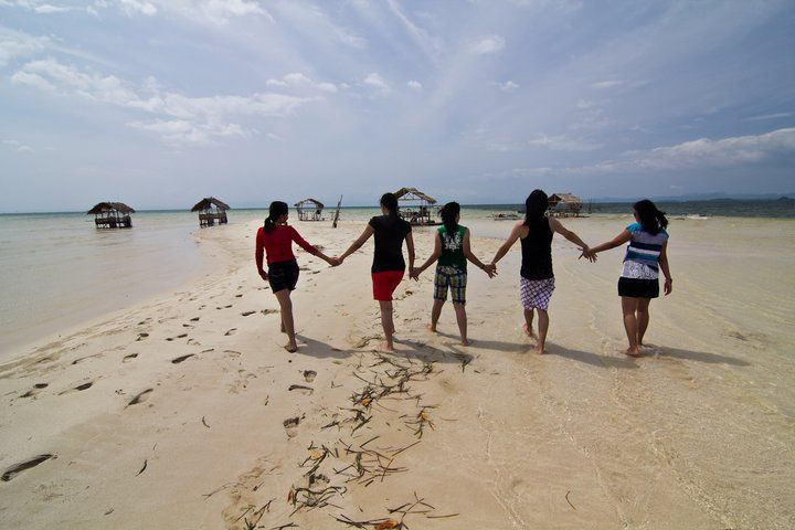 Walking on sandbar, Caramoan (062011)