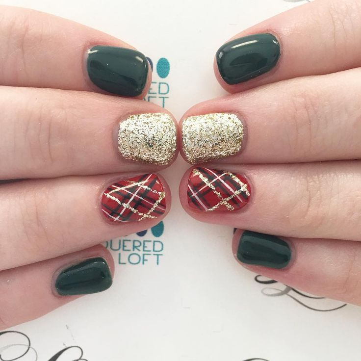 "331 Likes, 11 Comments - Liz Henson (@nails.byliz) on Instagram: ""Some Christmas plaid! #nails #gelnails #nailstagram #lacqueredloft #christmasnails #christmas…"""