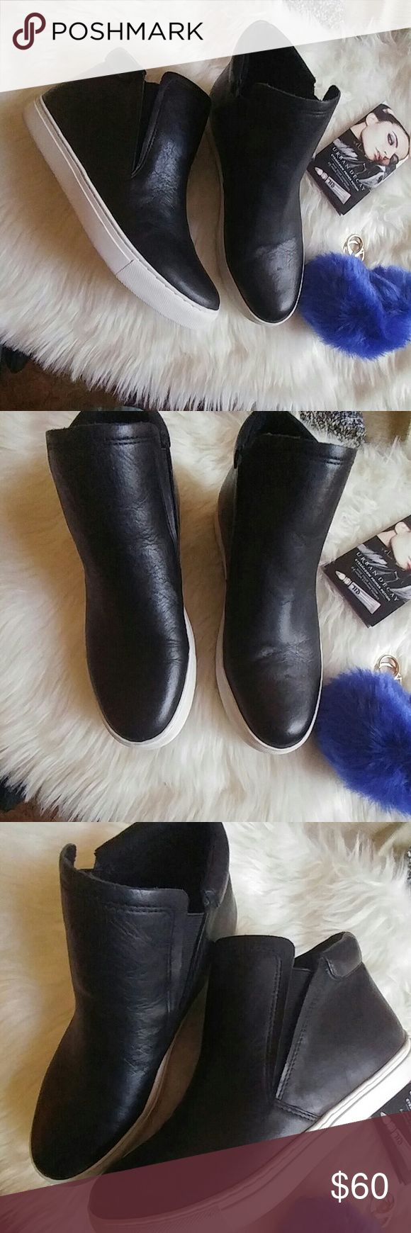 Black Friday Kenneth Cole High top slip-ons Very good condition. Worn twice. The leather is in very good condition. No scuffs, rubs, or scratches. Great for any casual look. Essential piece for any wardrobe. Don't miss out. Kenneth Cole Shoes Athletic Shoes